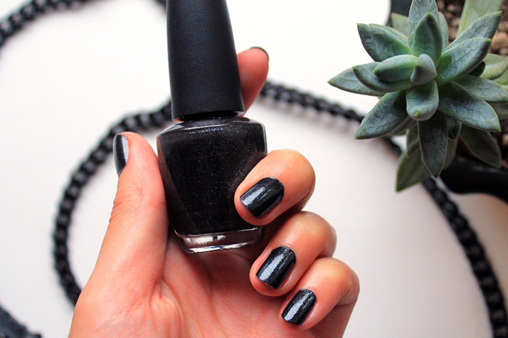 "Baby it's ""coal"" outside от OPI"